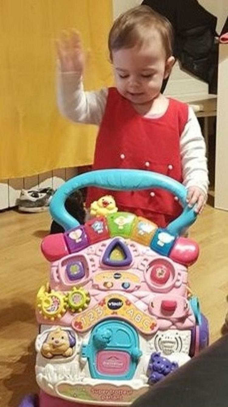 voila ma princesse angelina qui part faire ses courses lol!!!!