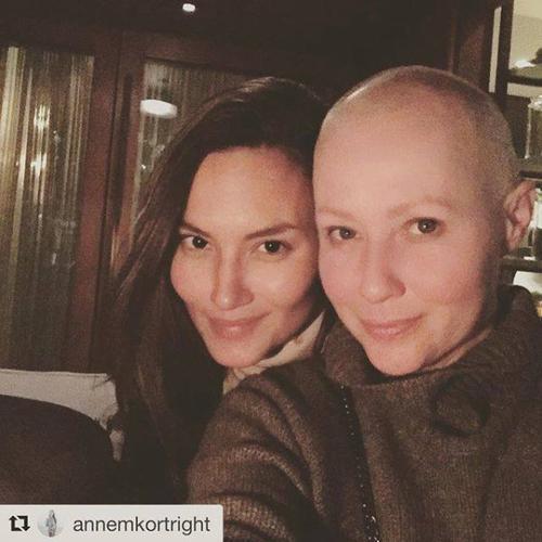Shannen Doherty annonce la fin de son traitement contre le cancer du sein