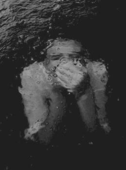 . . .  Mais un amour qui vous fait souffrir à en crever est-il vraiment un amour ? Guillaume Musso. . . .   . . .