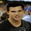______________________________  Taylor était hier soir à un match de Baseball à LA. (30.o6.o9 ) ______________________________