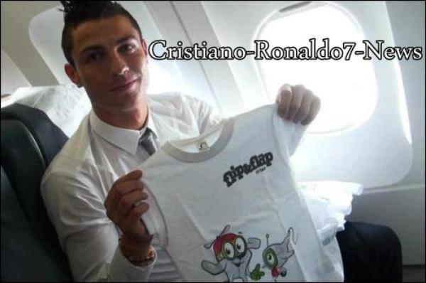 Cristiano ronaldo dans l 39 avion pour la pologne 04 06 12 - C est interdit dans l avion ...