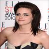 .22.02.10 - Kristen a assité aux ELLE Style Awards 2010 à Londres où elle a remporté l'award de femme de l'année. C'est amplement merité, non ? Elle était vraiment plus que belle !.