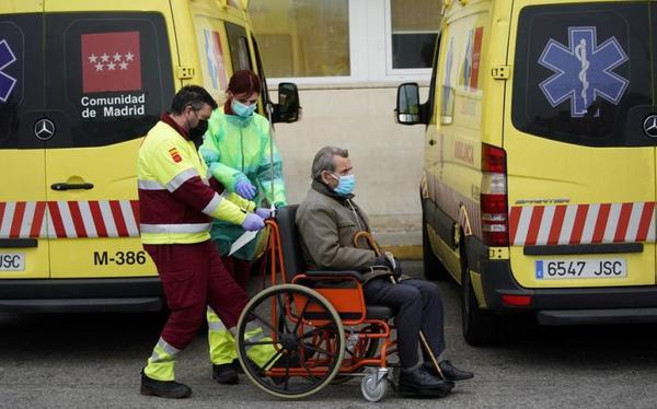 Coronavirus : en Espagne, 849 morts supplémentaires et de nouveaux cas Après un léger repli, le nombre de décès et de cas confirmés repart à la hausse dans le pays, qui enregistre ce mardi 849 morts du Covid-19, un sinistre record.
