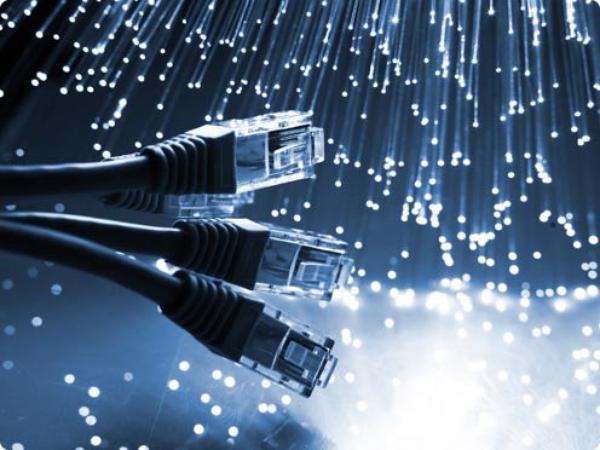 ce fait on passe a la fibre optique dans notre quartier nice Ville nord ....La fibre, c'est un fil de verre plus fin qu'un cheveu qui permet de transporter une grande quantité d'informations à la vitesse de la lumière. Avec un débit descendant de 200 Mbits/s minimum et un débit montant jusqu'à 50 Mbits/s, l'internet à la maison est plus de 10 fois plus rapide qu'une connexion ADSL classique.