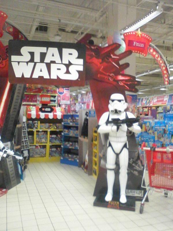 """""""Star Wars"""" décembre 2015     je voulais acheter 3 figurine 30cm mai quant j'aie vus que cette made in china  je  rien acheté pour moi Star Wars ce made in USA"""