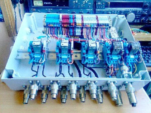 commutateur multiple avec relais  pour   antennes fabrication OM 14V173 YANN NICE VILLE