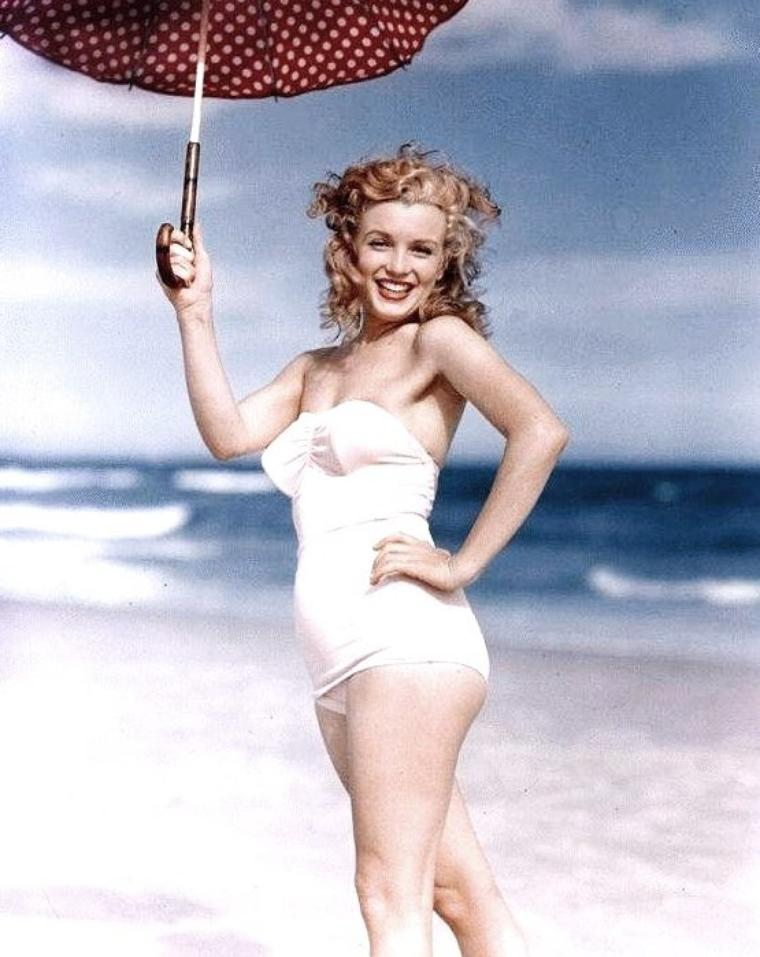 Tobey-Beach, Long-Island, été 1949 by André De DIENES (part 6) (session ombrelle à pois).
