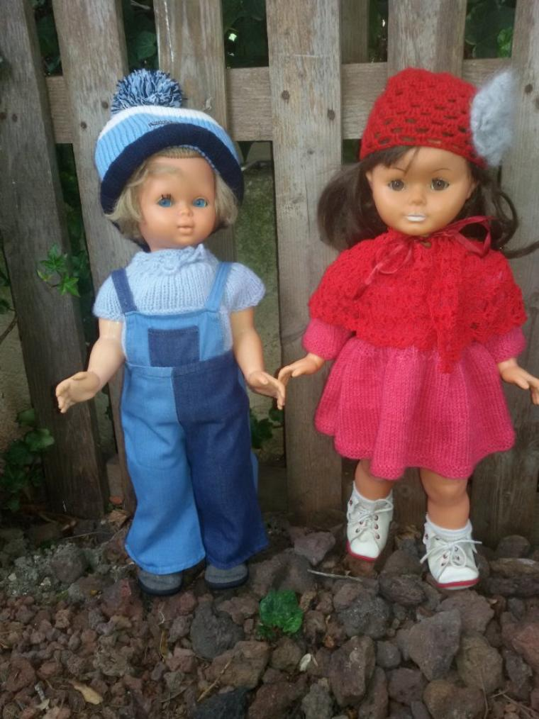 Annie et sa copine, petit à petit tout le monde est habillé...