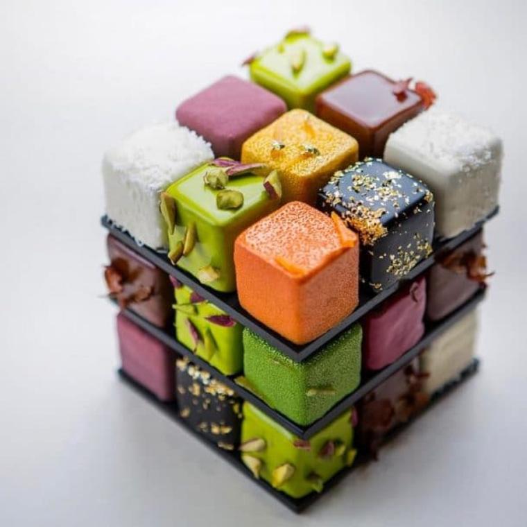 Pour les amateurs de Rubik's'cube et de gâteaux.  8 photos