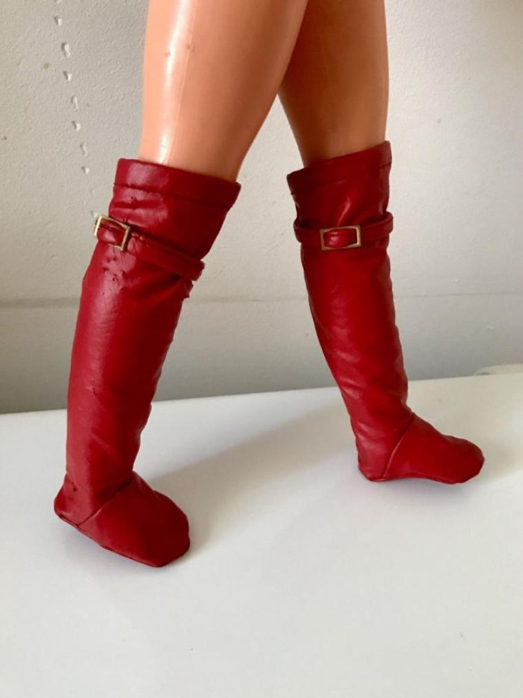 Vu sur e..., une paire de bottes pour Dolly  de GéGé acquise pour 42 euros (pas par moi).