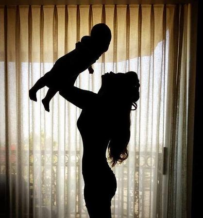 """""""Une maman est semblable à une rose qui ne se fane jamais."""" Jean Gastaldi"""