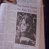 """Article de journal qu' Hellen a gardé pour son fils Steve pour qu' il sache que Jaimie est en ville à """" Ojai """""""