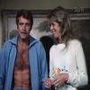 "Lindsay Wagner et Lee Majors dans "" L'homme qui valait 3 milliard "" en 1977."