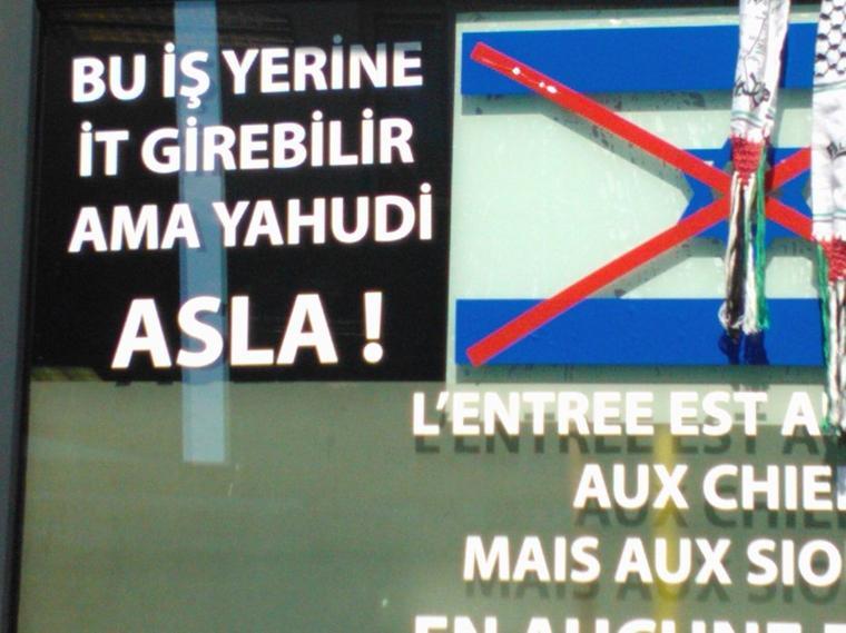 """En Belgique, c'est aujourd'hui. En turc, """"Chiens autorisés, Juifs interdits""""!! Les diatribes antisémites d'Erdogan font des petits dans le monde."""