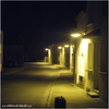 {{ Quelques lampadaires.. et .. une rue }}