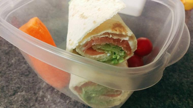 """Wrap """"healthy""""au saumon."""