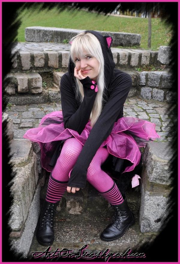Article n°1 © Copyright Art-On-Line  PUNK       LOLITA