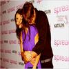 Tue, 04 August 2009Ashton Kutcher et Demi Moore toujours aussi amoureux avec 15ans d'écart et après 6ans de relation :)C'est trop mignon ♥