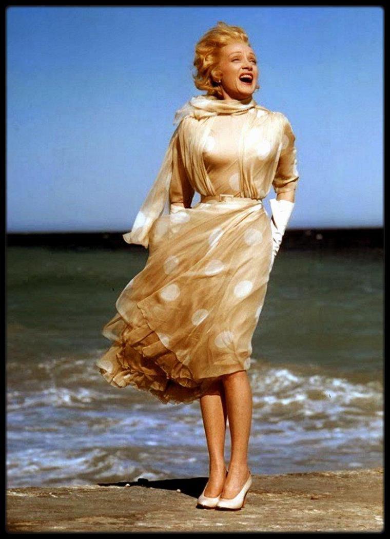 Marlene DIETRICH in the wind