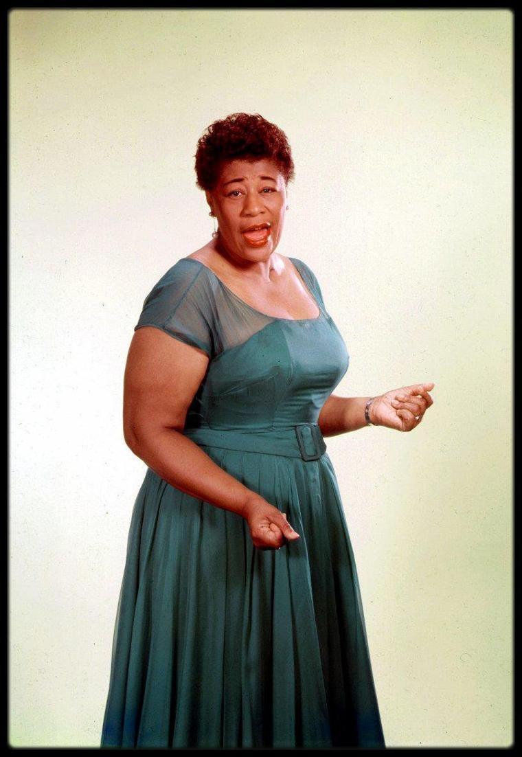 """Ella FITZGERALD... Ella apparaît aussi avec Peggy LEE comme actrice et chanteuse dans le film de Jack WEBB, """"Pete Kelly's Blues"""". Elle apparaît aussi dans les films """"Ride 'Em Cowboy"""", """"St. Louis Blues"""", et """"Let No Man Write My Epitaph""""."""