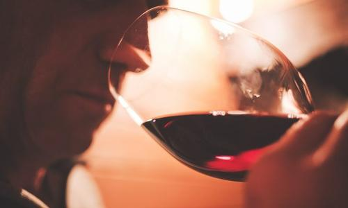 Dieu n'avait fait que l'eau, mais l'homme a fait le vin.