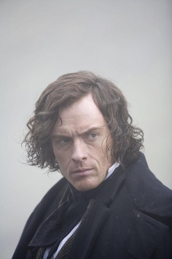 """Je sais que je rabâche mais Toby Stephens est le Edward Rochester de mon Imaginaire - en plus beau ! De plus, je suis très sensible à ce type de physique... $) """"Nous ne sommes pas du genre platonique..."""" : l'une de mes répliques chéries !"""