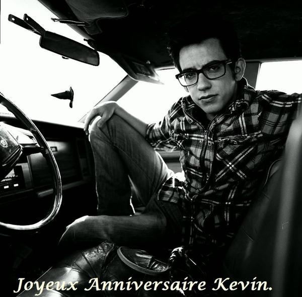 GleeMusicSource souhaite un joyeux anniversaire à Kevin McHale (Artie)Un petit jour de retard