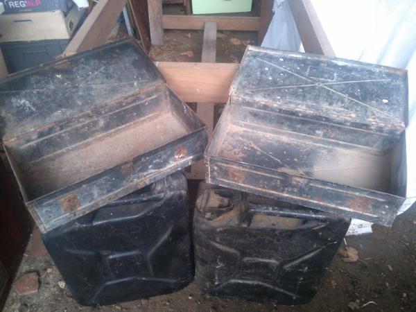 2 jerrycan anglais et 2 caisse de transport munition MG velo Truppenfahrrad