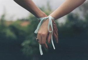 Un jour j'ai croisé ton regard. Depuis il n'a jamais quitté mon coeur.