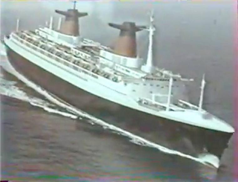 SS FRANCE - vue aérienne en Manche