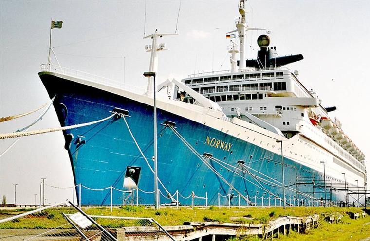 Face avant du château du s/s FRANCE et du s/s NORWAY