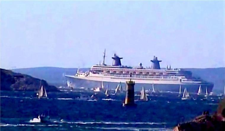 octobre 2001 ss NORWAY quitte Marseille (2)