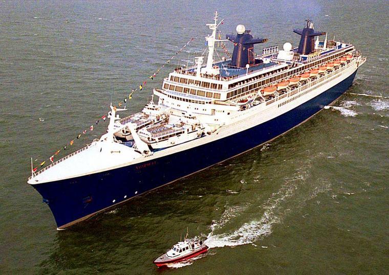 Paquebot ss NORWAY arrivant au Havre le 14 juillet 1999