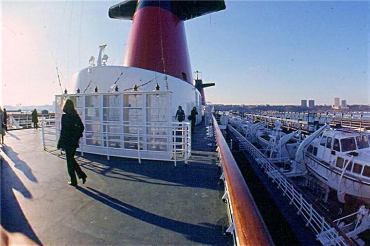 s/s FRANCE Départ de New-York pour Le Havre : départ du pier 88