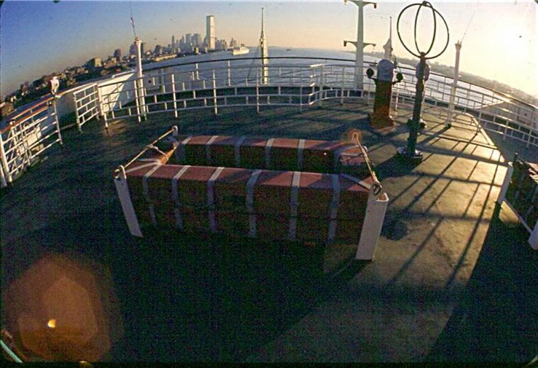 s/s FRANCE Départ de New-York pour Le Havre : descente de l'Hudson river
