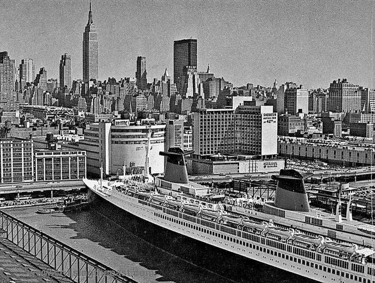 s/s FRANCE -  Départ de New-York pour Le Havre : escale au pier 88