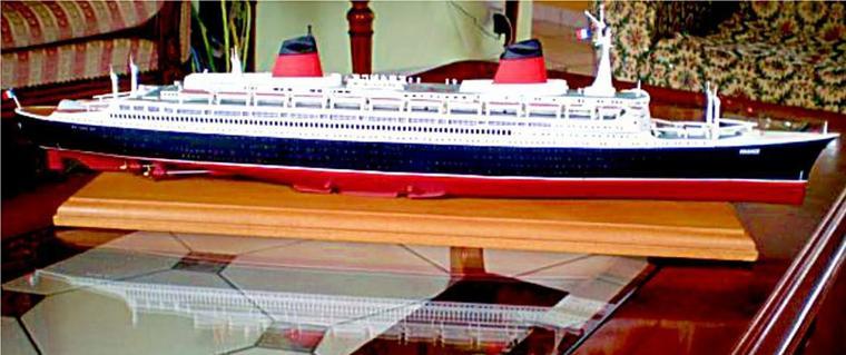 S/S FRANCE construit par Pascal à partir de la boite de maquette GLENCOE