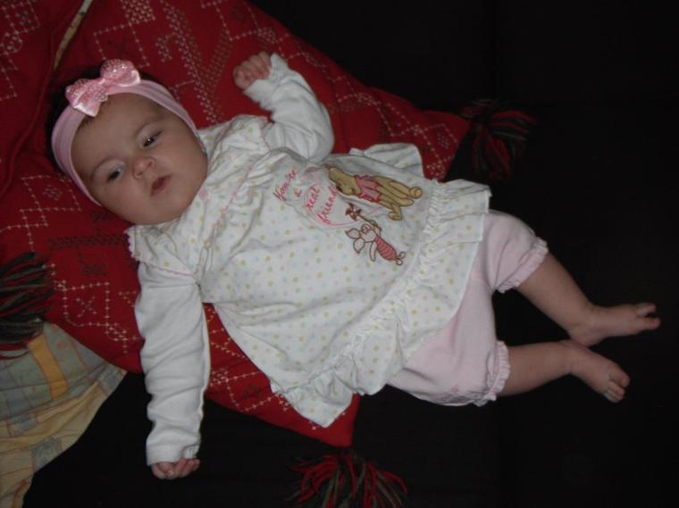 elena 3 mois et demi blog de un bebe pour bientot. Black Bedroom Furniture Sets. Home Design Ideas