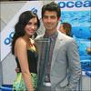 """.   Joseph Jonas a offert à sa chérie , Demi Lovato un """" Anneau de Promesse """" !  .  Nous savons tous combien Demi Lovato  aime Joe Jonas, et maintenant il semble que Joe soit prêt à se promettre lui-même à son amoureuse de Disney.Une source raconte exclusivement : « Joe a recherché un anneau de promesse pour offrir à Demi lors de son prochain anniversaire. Danielle (Deleasa) l'a aidé pour ses recherches. Juste hier, ils ont regardé les bagues de chez """"Tiffany & Co"""". Il veut quelque chose de spécial sur laquelle il pourrait graver leurs initiales... Il est trés pointilleur ! » Ce qu'est exactement un anneau de promesse : Un anneau que quelqu'un donne à son/sa petit(e) ami(e), signifiant l'amour pure l'un à l'autre et qu'ils pourront toujours avoir confiance l'un en l'autre. C'est à peu prés comme une alliance pour adolescent.-Merci DemiGossip  ."""