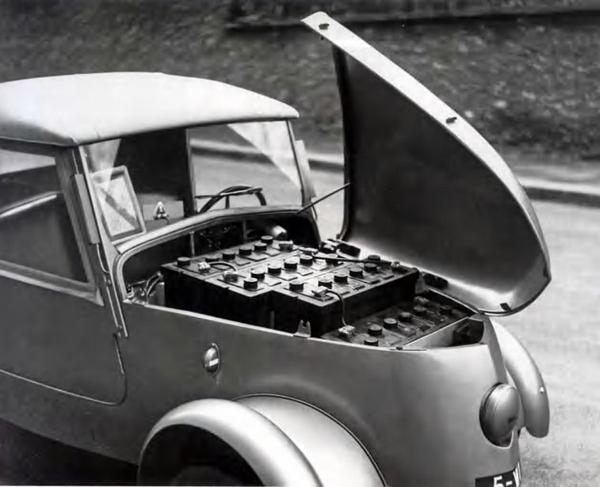 VOITURE  DE  LA  POSTE  1938 / 1942  ET  DEJA  ELECTRIQUE...........