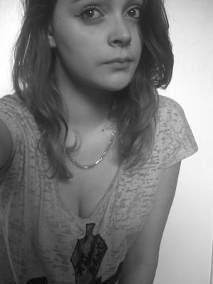 Un jour tu fumeras les cendres de mon coeur en guise de joint, et tu comprendras quand tu sera Stone combien j'allais pas bien... ♥