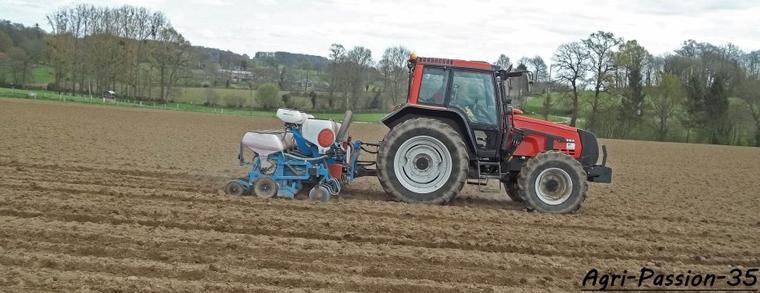 Semis de maïs 2012 : Valtra 6350 & Monosem NG+4 6 rangs !