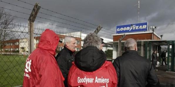 """Goodyear : la CGT avec Montebourg pour que l'offre de Titan """"aboutisse"""""""