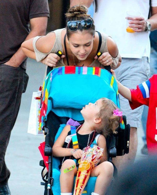 La maman-poule retrouve son âme d'enfant à la fête foraine !