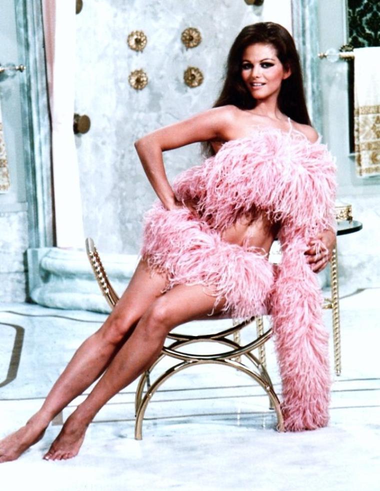 Claudia CARDINALE, née Claude Joséphine Rose CARDINALE à Tunis (Tunisie) le 15 avril 1938, est une actrice italo-tunisienne.