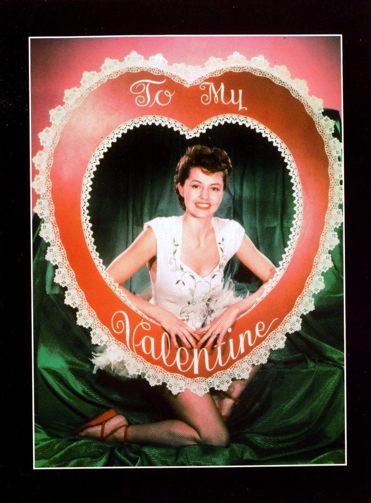 Cyd CHARISSE, nom d'artiste de Tula Ellice FINKLEA, est une actrice et danseuse américaine née le 8 mars 1921 et morte le 17 juin 2008. Elle est une des icônes de la danse à l'écran.