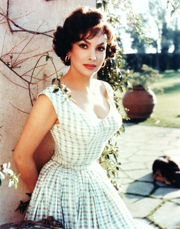 Gina LOLLOBRIGIDA, de son vrai nom Luigina LOLLOBRIGIDA, est une actrice italienne, née le 4 juillet 1927 à Subiaco, dans la province du Latium.