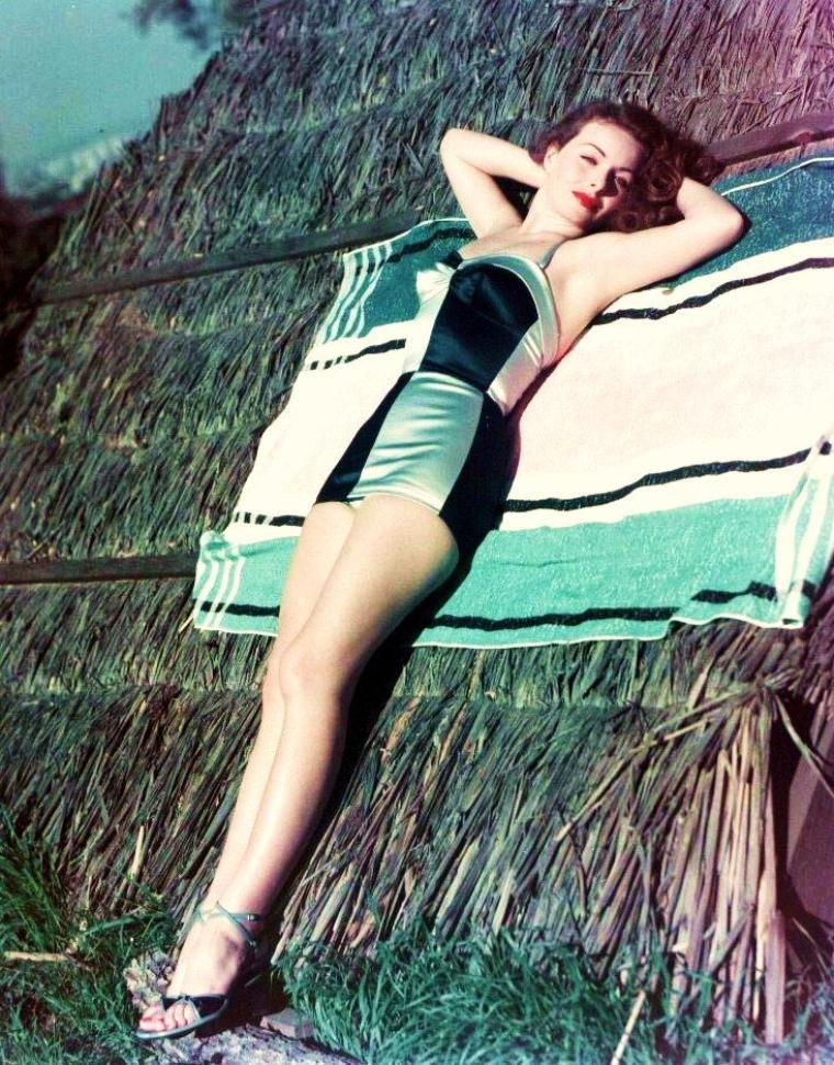 Jeanne CRAIN est une actrice américaine, née le 25 mai 1925 à Barstow (Californie) et morte le 14 décembre 2003 à Santa Barbara (Californie).