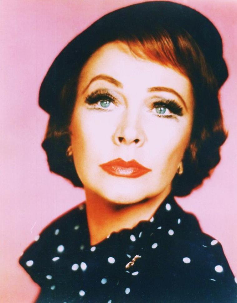"""Vivian Mary HARTLEY, dite Vivien LEIGH, née le 5 novembre 1913 à Darjeeling, et morte le 7 juillet 1967 à Londres, est une actrice anglaise. Elle remporta deux Oscars pour deux rôles de femmes du Sud : Scarlett O'HARA dans """"Autant en Emporte le Vent"""" (1939) et Blanche DuBOIS dans l'adaptation cinématographique de """"Un tramway nommé Désir"""" (1951), un rôle qu'elle joua aussi sur scène à Londres."""