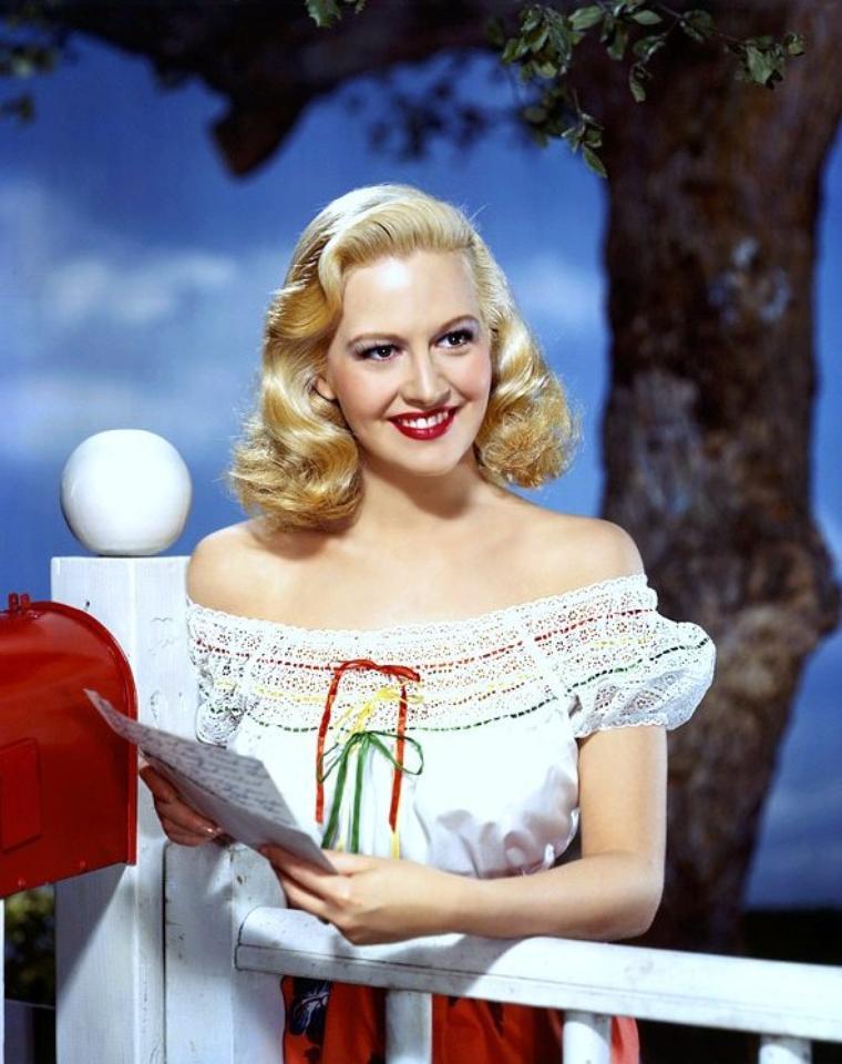 Marilyn MAXWELL est une actrice américaine, née le 3 août 1921 à Clarinda, Iowa et morte le 20 mars 1972 à Beverly Hills, Californie.